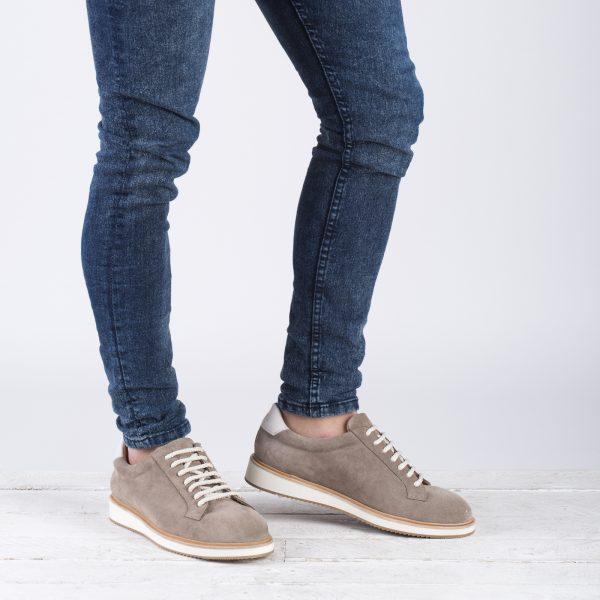 zapato deportivo de piel
